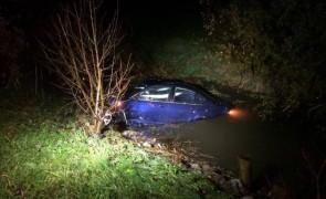 Auto in Bachbett gelandet: 4 Verletzte - Vomp