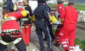 Bauarbeiter von Klein-LKW überrollt und schwer verletzt - Fügen