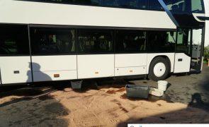 Dieseltank bei Reisebus aufgerissen - Großeinsatz in Stumm