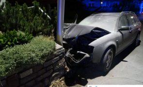 Auto gegen Mauer gekracht: Lenker geflüchtet - Lanersbach