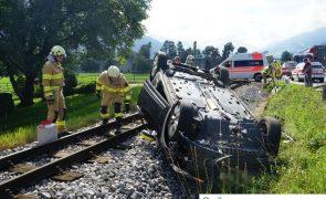 Mit Auto auf Bahngleis in Fügen gelandet: Lenker alkoholisiert