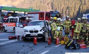 Schwerer Verkehrsunfall mit 3 Fahrzeugen auf B169 - Zell am Ziller