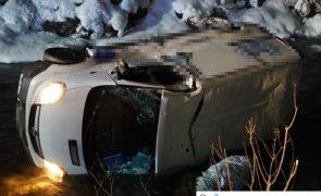 Verkehrsunfall auf L006 in Lanersbach: Kastenwagen in Tuxbach gelandet