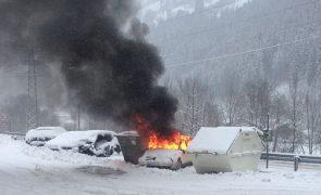 Fahrzeug komplett ausgebrannt - Zell am Ziller
