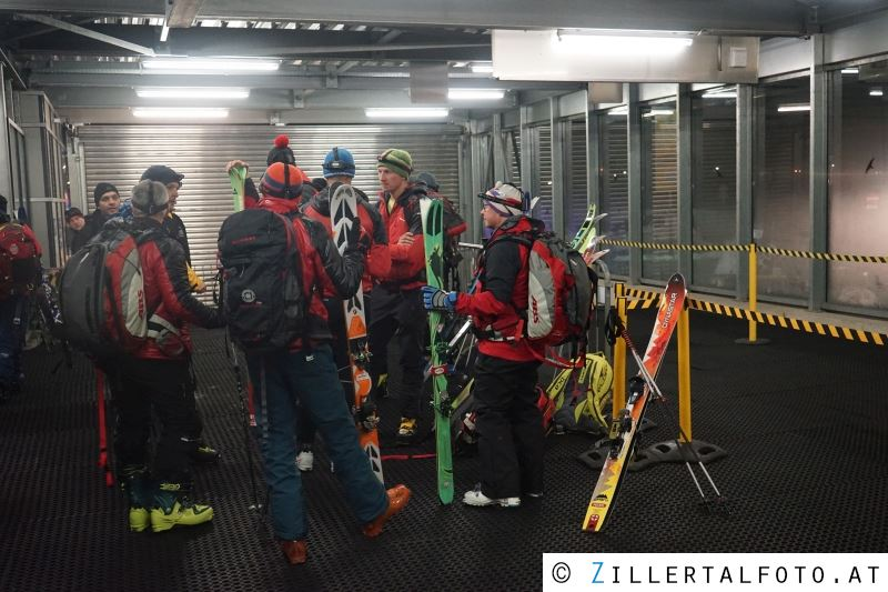 Erstmeldung: Große Suchaktion nach Snowboarder in der